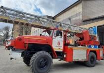 Сгоревший на плите обед переполошил жителей многоэтажки в Смоленске