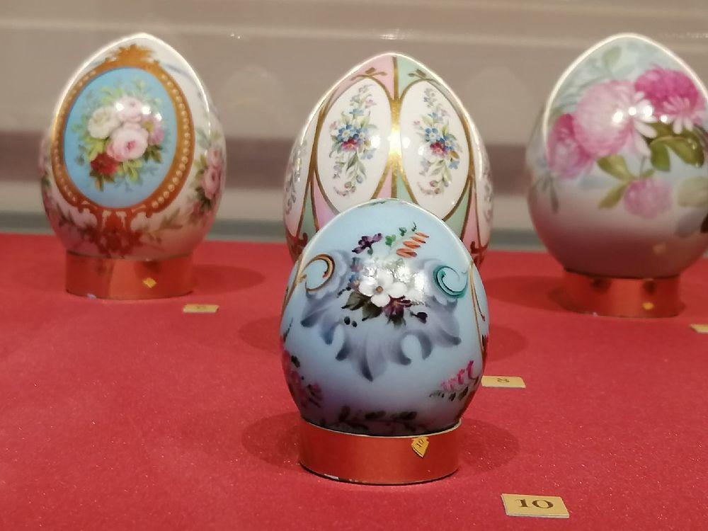 Уникальную экспозицию фарфоровых пасхальных яиц XIX-XX веков показали в Туле