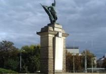 СК возбудил дело об осквернении памятника красноармейцам в Чехии