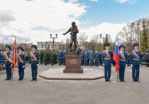 В Йошкар-Оле открыт памятник пожарным и спасателям