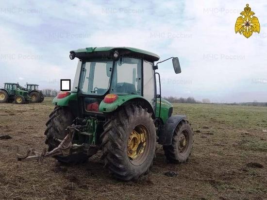 В Калужской области трактор в поле сбил человека