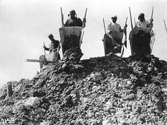 Заключенных содержали прямо в высотках, которые они строили