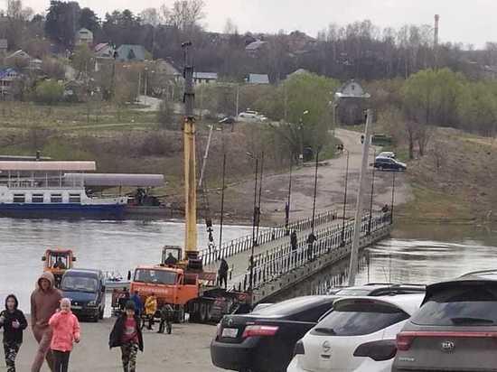 В Калуге снова установили понтонный мост через Оку
