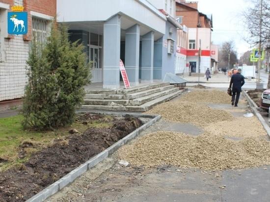 В Йошкар-Оле ремонтируется тротуар на Пролетарской улице