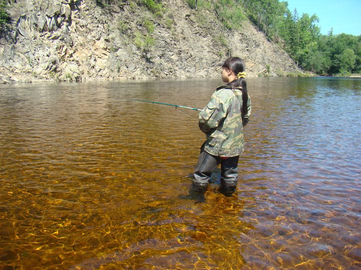 Вот так выглядит вода немногих рек Приамурья, куда еще не добрались старатели