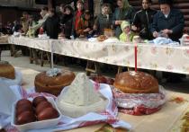 В сознании большинства Пасха связана с особым застольем – куличи, крашеные яйца и творожные десерты, которыми принято разговляться после Великого Поста