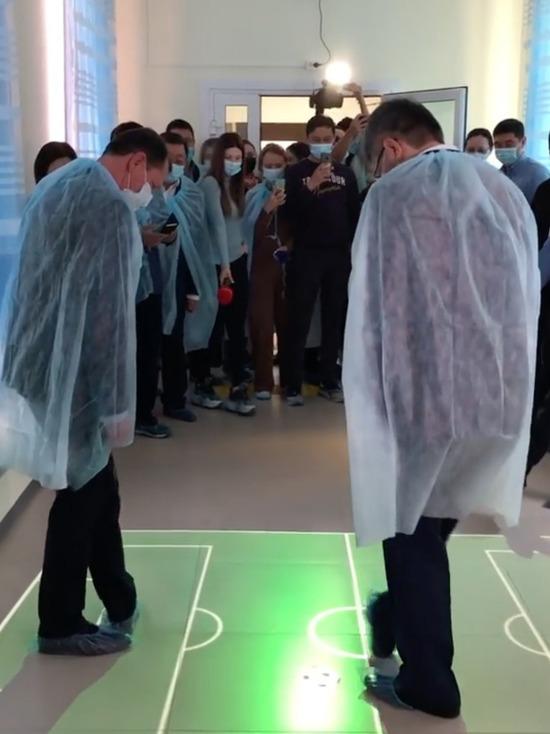 Глава Бурятии всухую обыграл мэра Улан-Удэ в интерактивный футбол