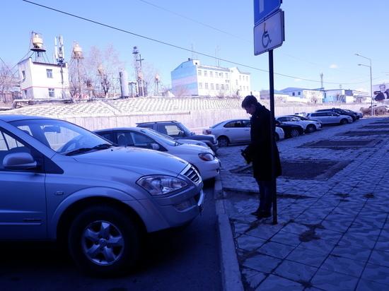 В Улан-Удэ нарушаются правила парковки на местах для инвалидов