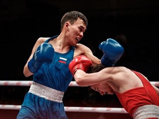 Борцы из Якутии одержали первые победы в турнире памяти Романа Дмитриева