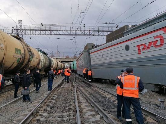 В Челябинской области грузовой поезд сошел с рельсов