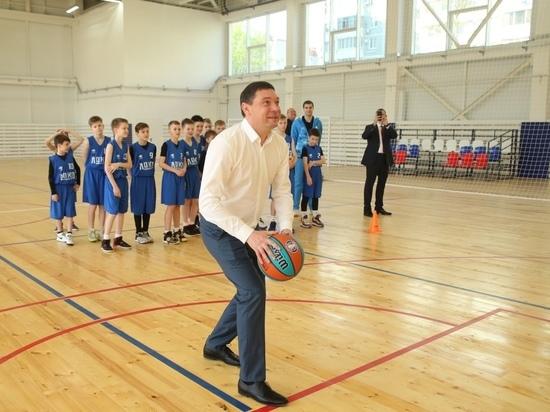 Глава Краснодара вместе с легендой баскетбола проверил работу нового спорткомплекса