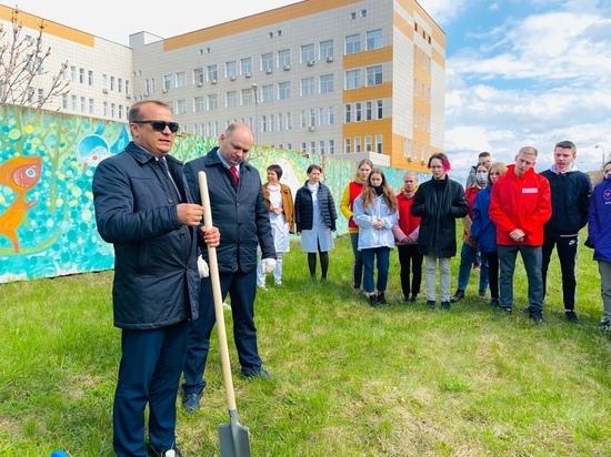 В Рязани возле ОДКБ высадили аллею в честь участников борьбы с COVID-19