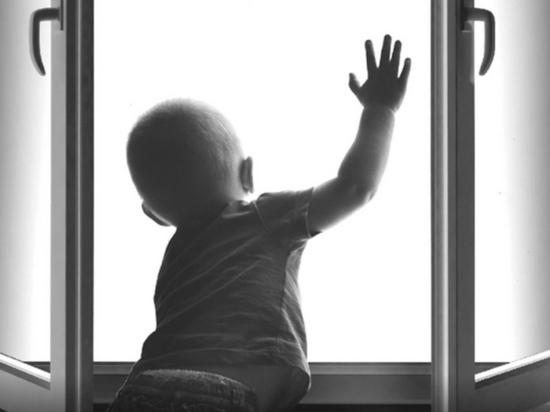 Четырехлетняя малышка выпала из окна 5 этажа в Надыме