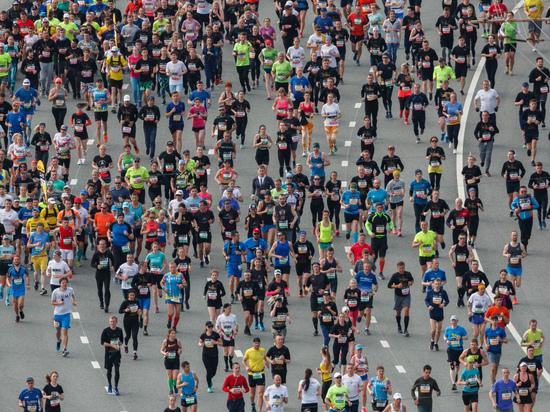 Бегуны Казанского марафона рассказали о мотивации, подготовке длиной в 9 месяцев и поддержке близких.