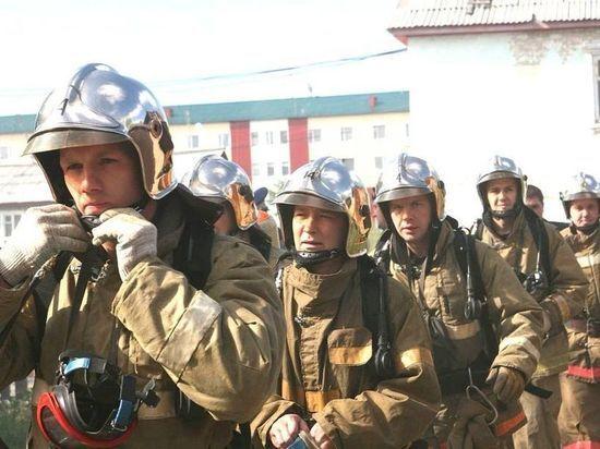 Пожарных с профессиональным праздником поздравили главы Ноябрьска и Лабытнанги