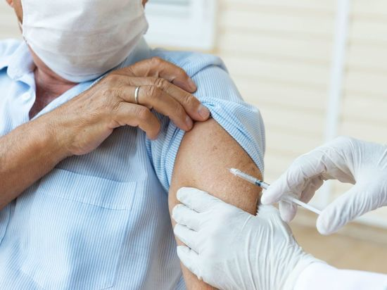 Выписывающихся из стационара петербуржцев будут прививать от коронавируса