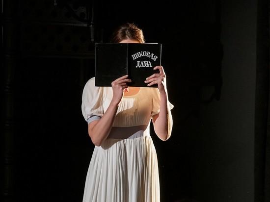 Незрячие зрители посетили спектакль «Пиковая дама» в Псковском театре драмы