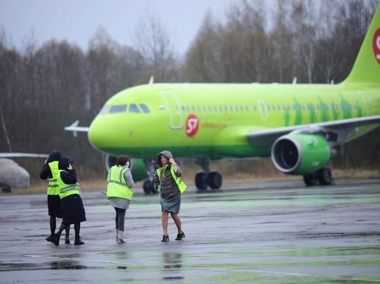 44 человека прилетели сегодня в Псков первым рейсом из Симферополя