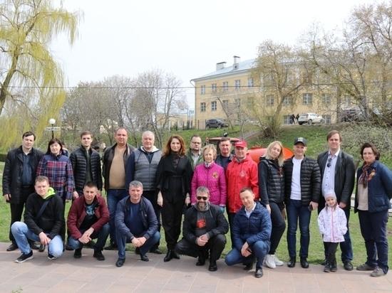 Рязанские депутаты посадили деревья на Лыбедском бульваре