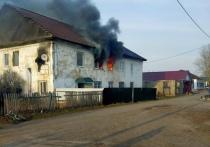 На днях в одном из сел Хакасии случилась страшная трагедия: загорелся двухэтажный жилой дом, и в огне погибли трое детишек 4, 6 и 7 лет из одной семьи