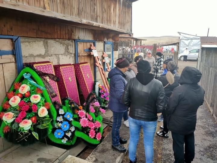 Родные рассказали о трагедии матери сгоревших в Хакасии детей