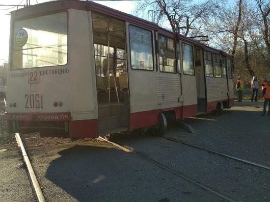 В Челябинске КАМАЗ въехал в трамвай, пострадала женщина