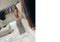 40-летняя Кардашьян показала в новом платье свою осиную талию