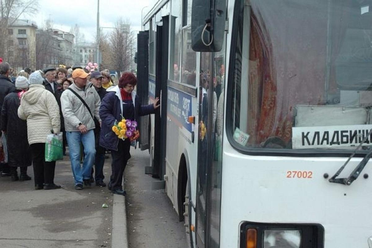 В пасхальное воскресенье до костромских кладбищ будет ездить больше автобусов
