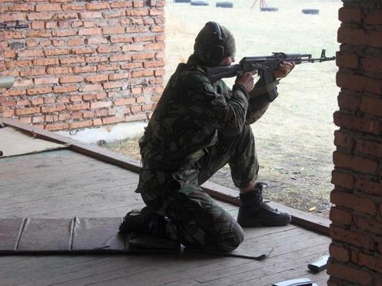 Силовики Хакасии провели соревнования по стрельбе из автомата Калашникова