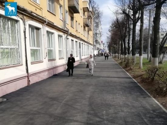На Ленинском проспекте Йошкар-Олы обновляются тротуары