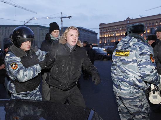 А Украине посулил судьбу поля столкновений двух держав