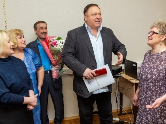 Олег Валенчук поздравил с юбилеем председателя Совета ветеранов Кирово-Чепецка