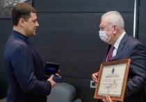 Псковский губернатор наградил за многолетний добросовестный труд Александра Палладина