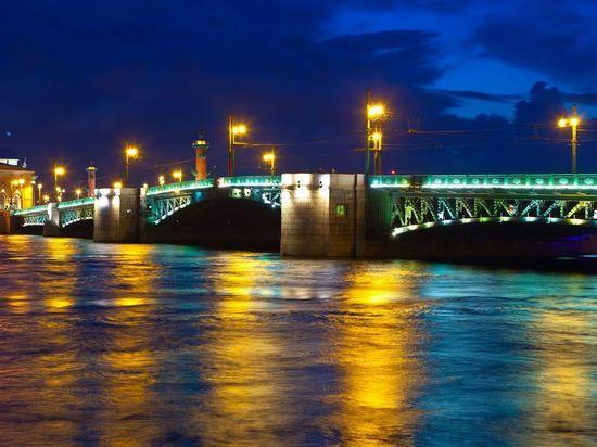 Дворцовый мост дважды засияет на майские праздники