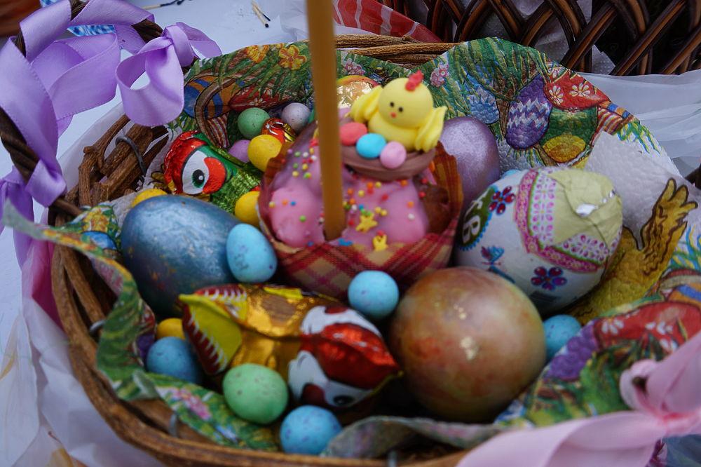 Как в Калуге освящают куличи и яйца