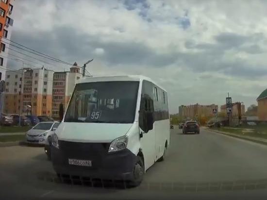 В Кальном маршрутка №95 объехала пробку по встречной полосе