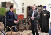 В субботу, 1 мая, губернатор Алтайского края Виктор Томенко посетил Архиерейское подворье в Бийске.