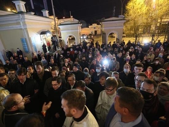 В Екатеринбург доставили Благодатный Огонь