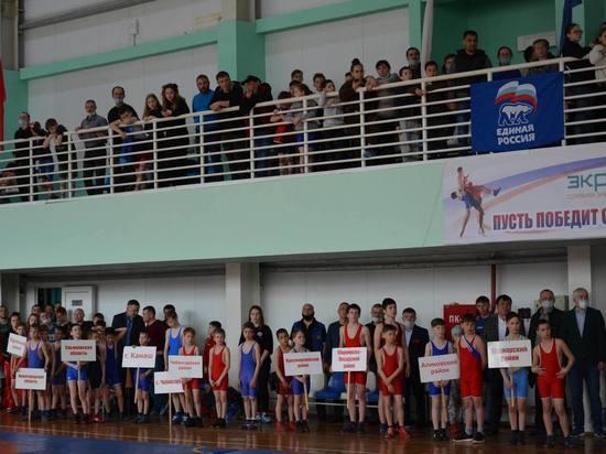 В преддверии Дня Победы в Вурнарах состоялся открытый турнир по вольной борьбе