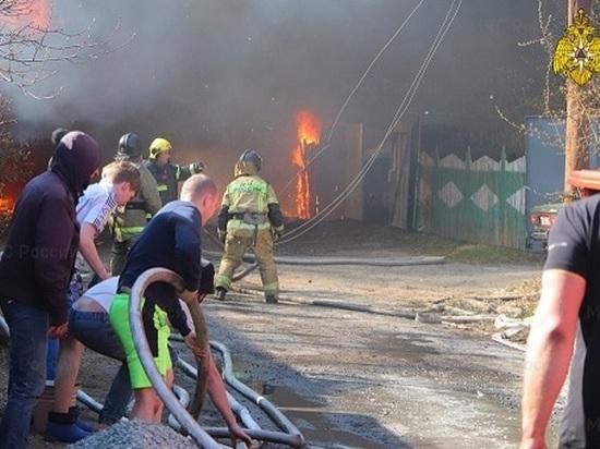 В Кургане в результате крупного пожара пострадали семь жилых домов