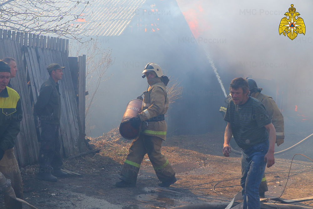 В Кургане в крупном пожаре пострадали семь жилых домов