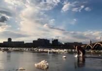 В прошедшую субботу караван из льдин на Енисее длиной в десятки километров приковал к себе внимание красноярцев