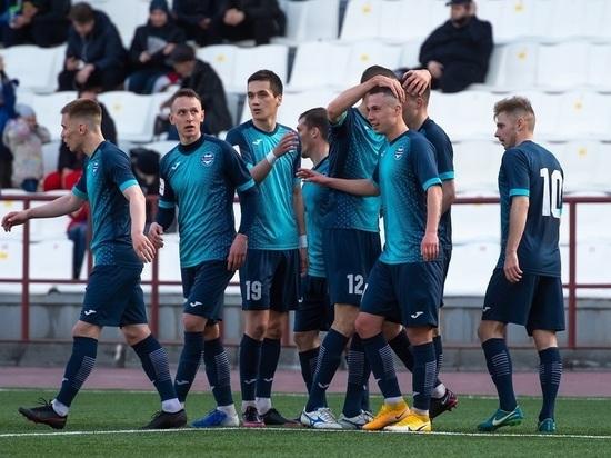Челябинские футболисты сыграли вничью с лидером чемпионата из Тюмени