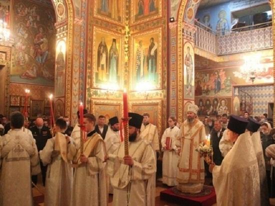 В Калмыкии прошли торжественные пасхальные богослужения