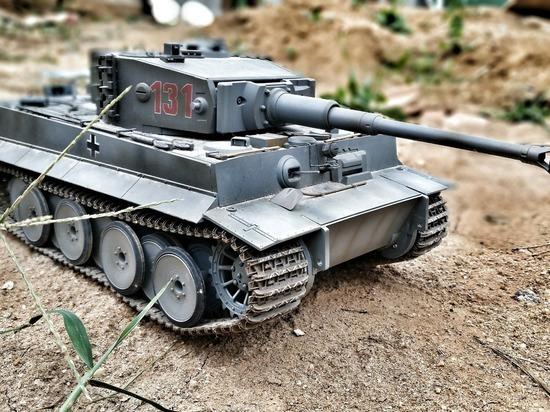Выставка моделей военной техники открылась в Томске