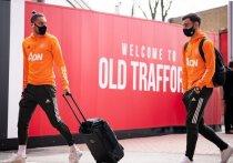 """Матч Английской премьер-лиги между """"Манчестер Юнайтед"""" и """"Ливерпулем"""" не состоится в это воскресенье, 2 мая. Игру перенесли из-за вторжения болельщиков на """"Олд Траффорд"""". Даже после того, как буйных фанатов выдворили со стадиона, в АПЛ посчитали, что проводить матч в условиях, когда были нарушены протоколы безопасности, нельзя. Новая дата встречи двух команда пока не назначена. """"МК-Спорт"""" рассказывает подробности."""