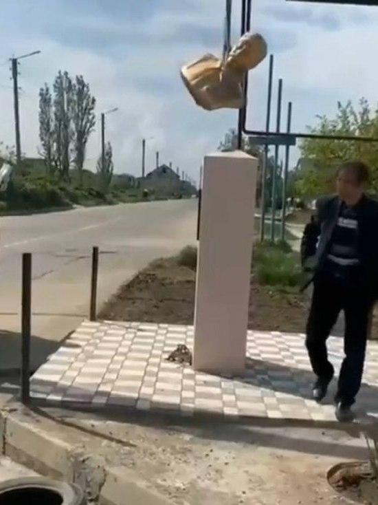 В Дагестане установили и через день демонтировали бюст Сталину