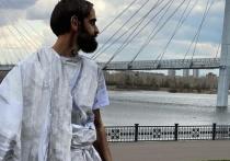В воскресенье, 2 мая, на набережной под вантовым мостом красноярцы стали свидетелями необычного перформанса