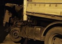 На трассе под Астраханью КамАз едва не вылетел за бетонные ограждения