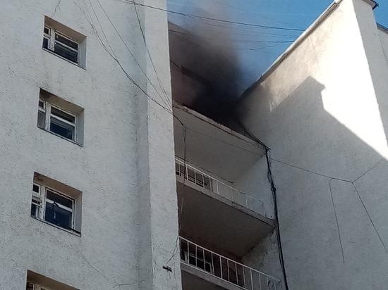 Дети подожгли коляски: жильцам многоэтажки Надыма пришлось спасаться из горящего дома